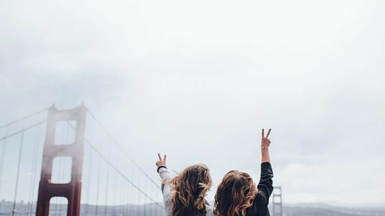 2 girls in san fran golden bridge